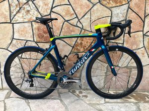 Specialized Power Comp yol bisikleti selesi